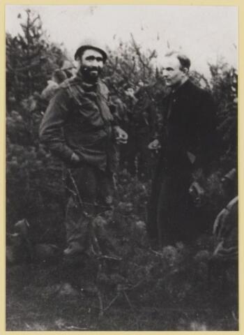077508 - Tweede wereldoorlog 1940-1945. Amerikaan met verzetsman