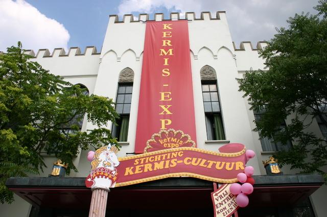 657107 - Tilburg Kermis. De kermis expo van stichting Kermis-Cultuur in het Paleis-Raadhuis in 2006. Hier is onder andere een miniatuur kermis te zien.