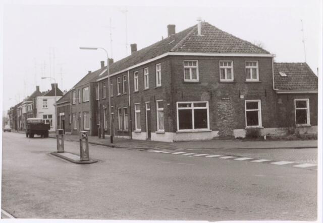 022381 - Begin van de Hoefstraat, ter hoogte van het Rosmolenplein (rechts), komende uit de Koestraat