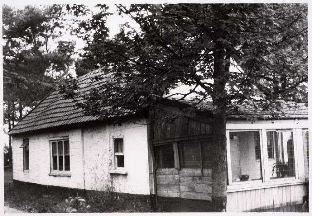 035531 - Vervallen bungalow aan de Zwartvenseweg 19.