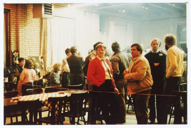 """063587 - Achter het Café Concordia aan de Burgemeester Brendersstraat 3 werd op 11 januari 1985 een zaal geopend ten behoeve van de handboogvereniging """" De Meijerijérs """""""