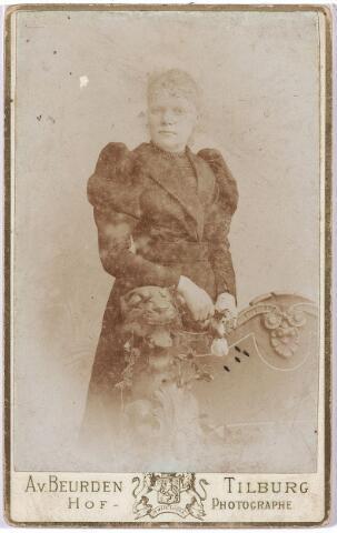 004694 - Maria Francisca Antonia Athanasia (Marie) de HORION DE CORBY (* Breda 24-10-1841  † Tilburg 1-9-1907) was getrouwd met Eduard F.A. Janssens, stichter van de wollenstoffenfabriek Janssens de Horion. Het echtpaar kreeg 11 kinderen. Zie ook foto nr. 4689.