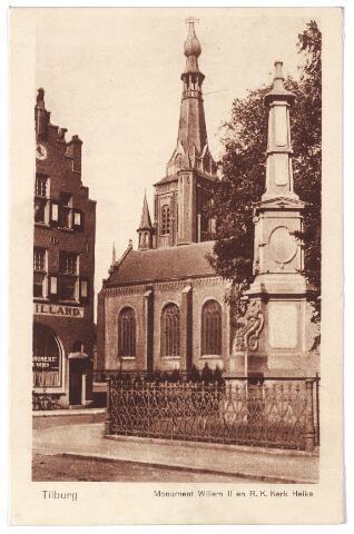 002496 - Gedenknaald voor koning Willem II en kerk van het Heike. Links het in 1907 gebouwde café Monument. Dit café stond tot augustus 1936 aan de Monumentstraat. Op genoemde datum veranderde het adres in Markt nr. 14. Het pand werd gesloopt in 1968.