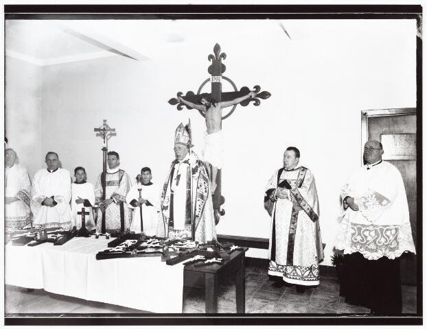 009393 - Kloosters. Zusters van Schijndel betrekken St. Liduina klooster aan de Pelgrimsweg te Tilburg (in de sacramentsparochie aan de Ringbaan-Oost) Inzegening door mgr Diepen