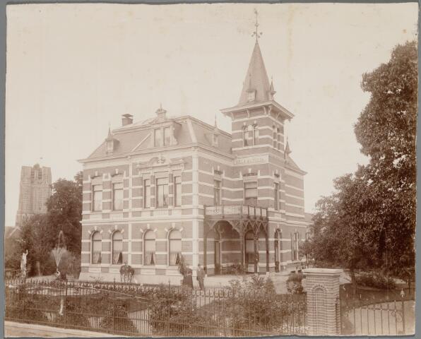 065407 - Keiweg. Villa Mathilda. Voor het huis eigenaar. margarinefabrikant Johannes Cornelis Josephus Verschure en zijn vrouw Mathilda van Spaendonck uit Tilburg. Het paar verhuisde in 1912 naar Rotterdam.
