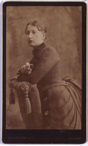 004208 - Maria Cornelia Jacoba (Marie) ERAS (1865-1932), trouwde in 1895 met wollenstoffenfabrikant Carolus Sebastianus (Karel) Janssens (1857-1939).