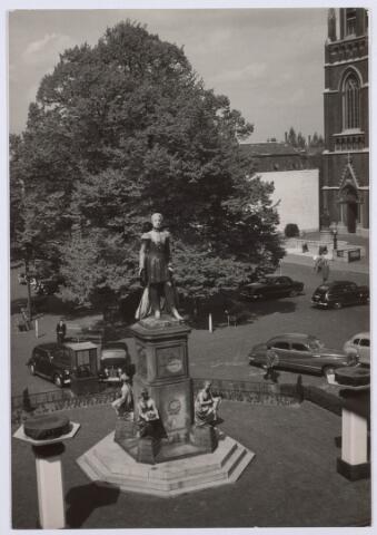 021443 - Standbeeld van Willem II op de Heuvel in 1949