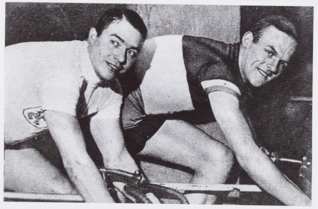 054428 - Sport. Wielrennen. Jan Pijnenburg en Tinus Slaats;