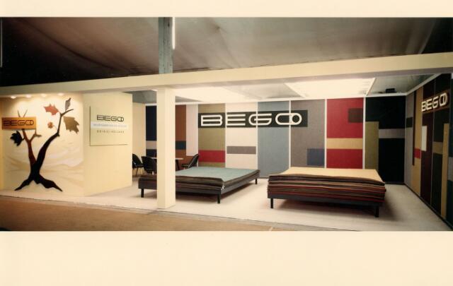 054978 - De firma Van Besouw presenteert zich op de Frankfurter Messe in 1962 onder de merknaam BEGO (BEsouw GOirle). Textielindustrie