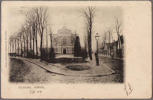 010322 - Korvelplein in zuidelijke richting. Op het plein de voormalige parochiekerk.
