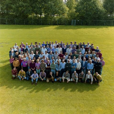1237_012_957_003 - Onderwijs. Groepsfoto met de medewerkers van De Westhoeve, school voor lager technisch onderwijs aan de Reitse Hoevenstraat in september 1992.