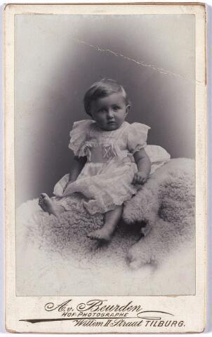004776 - Bijna één jaar oud: Laurentius Cornelius Antonius Maria (Laurent) JANSSENS (Tilburg 18-4-1899), zoon van textielfabrikant Cornelis B. Janssens en Mathilde M.Th. Minderop.  Hij was later lid van de gemeenteraad en wethouder.
