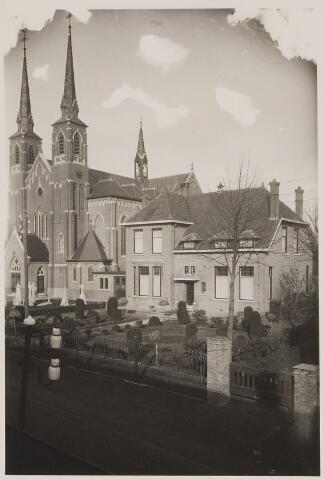 084568 - St. Bernarduskerk en pastorie
