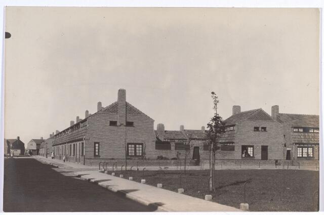 017391 - Commelinplein (rechts op de voorgrond), met links de Van Bleijswijckstraat en rechts de Walvisstraat