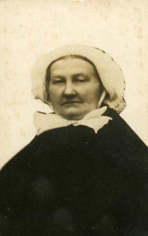 092624 - Adriana Couwenberg, vrouw van Jacobus Otten, geboren te Goirle op 11 mei 1845 en overleden te Goirle op 13 januari 1917.