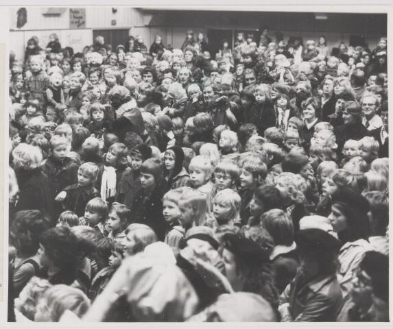 081939 - Gilze. St Nicolaas feest. Sinterklaas. Sint Nicolaas.