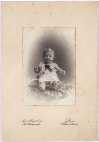 005846 - Maria (Miesje) Vincentius Josepha Ignatius van Spaendonck, geboren Tilburg 9 maart 1903, overleden Vught 7 maart 1980, dochter van Gerardus van Spaendonck en Leonie M.H. Janssens.