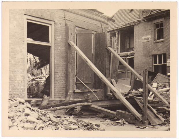 013557 - WOII; WO2; Tweede Wereldoorlog. Bombardement. Bominslag in enkele huizen in de St. Josephstraat, hoek Hoogvensestraat op 31 juli 1942