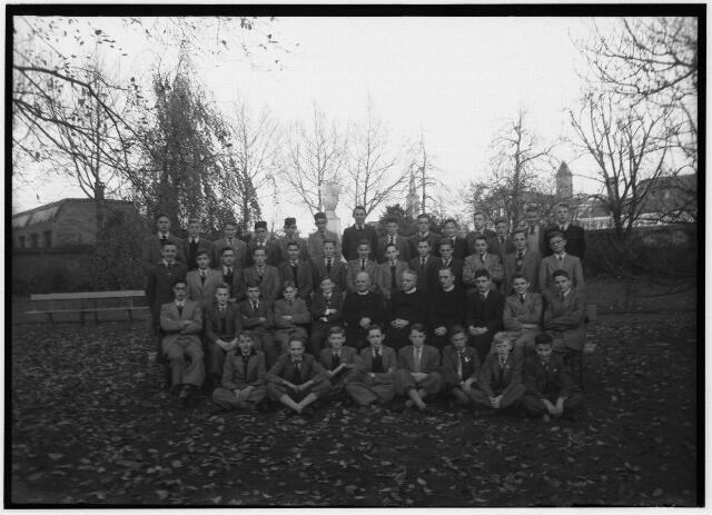 050978 - Basisonderwijs. Klassenfoto. Leerlingen van de kweekschool van de fraters, St. Stanislaus, Fraterstraat 3.