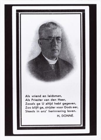 006781 - Bidprentje. Hendrikus Joannes Maria Donders (1870-1932), Henri Donders werd op 12 mei 1870 geboren als zoon van Louis Donders en Anna Janssen. Op 25 sptember vertrok hij voor zijn priesterstudie naar Sittard. Daarna studeerde hij aan het seminarie van het bisdom ´s-Hertogenbosch. Op 30 mei 1896 werd hij in de St. Janskathedraal te ´s-Hertogenbosch priester gewijd. Achtereenvolgens werd hij kapelaan in Groesbeek, Boxtel en Woensel.