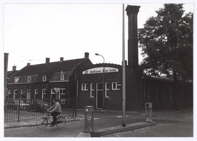 018184 - Bedrijfspand van de firma Matthijssen & Van Santen op de hoek Elzenstraat - St.-Ceciliastraat