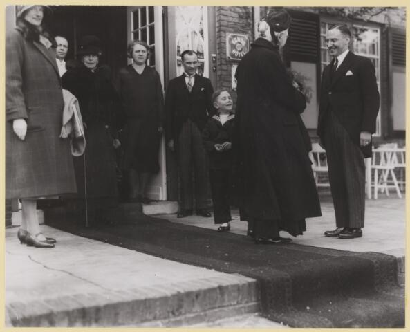 076986 - Koningin Emma bezoekt Oisterwijk en logeert in hotel Bosch en Ven (Bos en Ven).