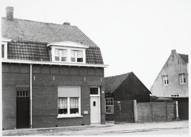034058 - Voorgevel pand aan de Jac. van Vollenhovenstraat 35