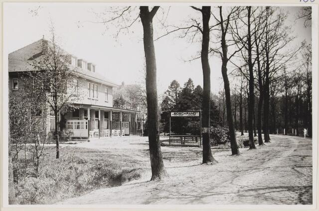 """073733 - Hotel """"Boschrand"""" gelegen aan de Gemullehoekenweg. Nu is er het indisch restaurant """"Rasa Senang"""" gevestigd."""