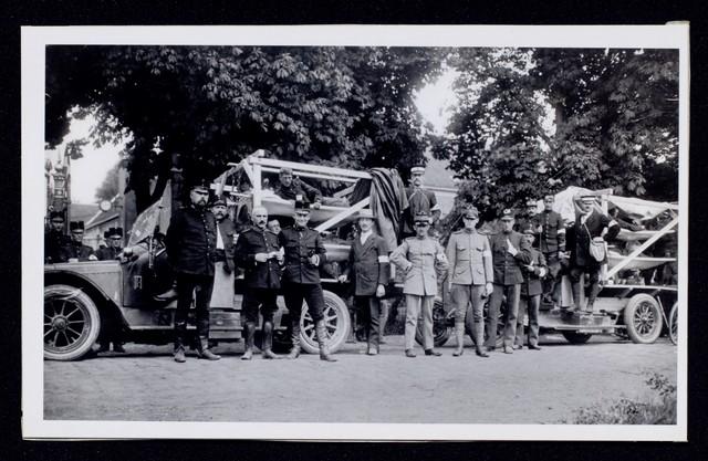 1696092 - Het Nederlandse Rode Kruis afdeling Tilburg. Ziekentransportcolonne in 1911. Zij bestond uit leden van het in 1910 opgerichte verkennerscorps Prins Hendrik.
