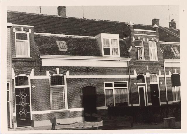 024339 - Panden Korenbloemstraat 120 (links) en 122 (rechts) halverwege maart 1969