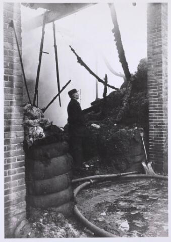 022683 - Brand bij kunstwolfabriek Berghegge in de Hoogvensestraat op 16 april 1927