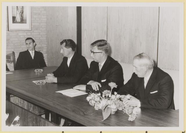 072930 - Opening gemeentehuis door de Commissaris van de Koningin Kortmann.  Bijzondere raadsvergadering. Raadsleden: H. Wolfs, A.v. Gils, J.v. Laarhoven.