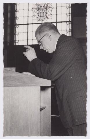 053341 - Koninklijke Bezoeken. prins Bernhard brengt een werkbezoek aan Tilburg; toespraak van prof Heere in de raadszaal