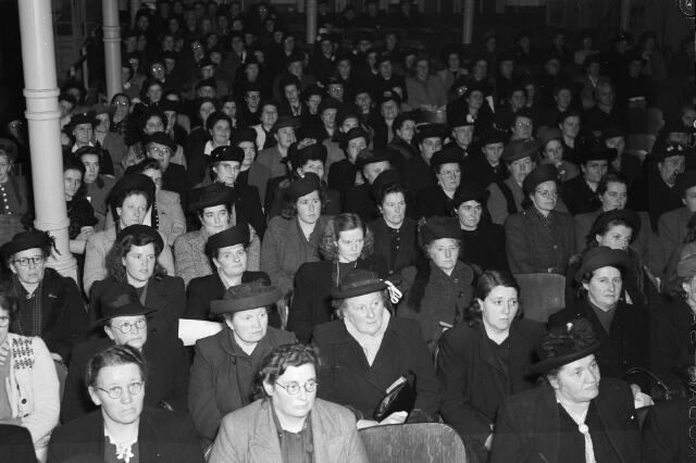 050718 - Vergadering Katholieke Arbeiders Vrouwenbeweging  K.A.V. Tilburg