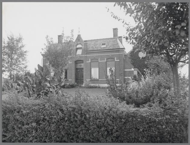 88752 - Vogelstraat 21, Wagenberg woonhuis bij boerderij gebouwd in 1903. Vertoont veel overeenkomsten met Withuisstraat 8.