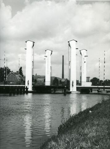 071461 - Brug over het Wilhelminakanaal ter hoogte van de Bosscheweg.