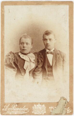 008126 - Martinus Jacobus van der Zanden geb. Te Loon op Zand 19-1-1875 overleden te Utrecht 29-6-1928 woonde te Tilburg aan de Goirkestraat en was daar schoenmaker en handelaar. Zijn vrouw Maria Adriana Oosterbaan gemeente-vroedvrouw  geb. te Zundert.