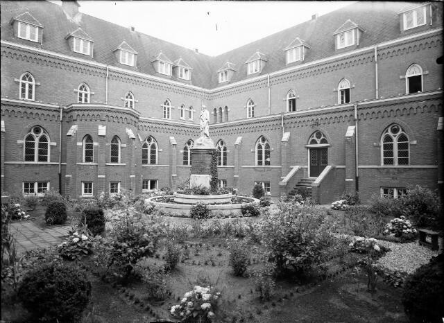 604568 - Trappistinnenabdij O.L.V. van Koningsoord te Berkel-Enschot.
