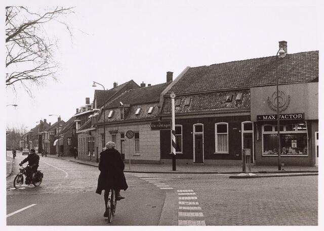 024969 - Laarstraat gezien vanaf het Korvelplein, met rechts de Berkdijksestraat