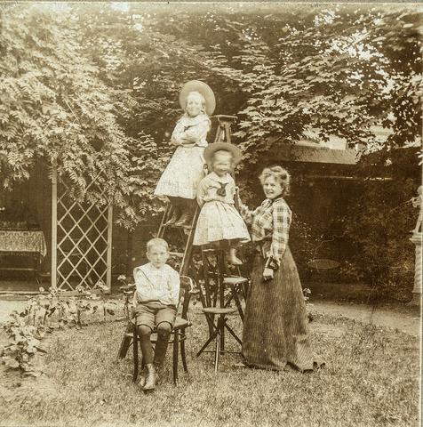 653605 - Groepsfoto, familie Diepen (?) (Origineel is een stereofoto.)