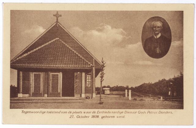 001902 - Pater Dondersstraat, kapel Peerke Donders. De kapel werd eigenlijk gebouwd als een houten noodkapel op initiatief van pastoor Van de Veerdonk van de Heikant. Voor de verwezelijking zorgde het Petrus Donders-comité bestaande uit de heren Ackermans en Van Gorp. Op zondag 28 oktober 1923 na een plechtige hoogmis in de kerk van de Heikant werd de kapel ingewijd door pater Van Driel, redemptorist. Na de inwijding werd een vierstemmig Veni Creator gezongen. De kapel was nog zeer sober ingericht, langs de wanden waren prenten opgehangen met voorstellingen uit het leven van Peerke. De kapel werd gebouwd binnen een half jaar na het aanbrengen van het eerste gedenkteken op de geboortegrond van Peerke Donders.