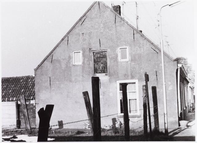 034468 - Lijnse Zijstraat 13. De Lijnse Zijstraat is -na afbraak van de aangelegen woningen- opgegaan in de Von Weberstraat.