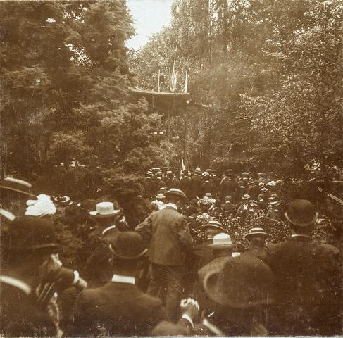 653512 - Militaire muziekwedstrijd 17, 18 en 19 juni 1905. Concert grenadiers R.K.H. (Origineel is een stereofoto.)