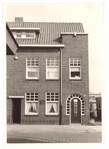 027050 - Voorheen Lange Schijfstraat 46. Fransche, Weensche en Engelsche Mode Academie