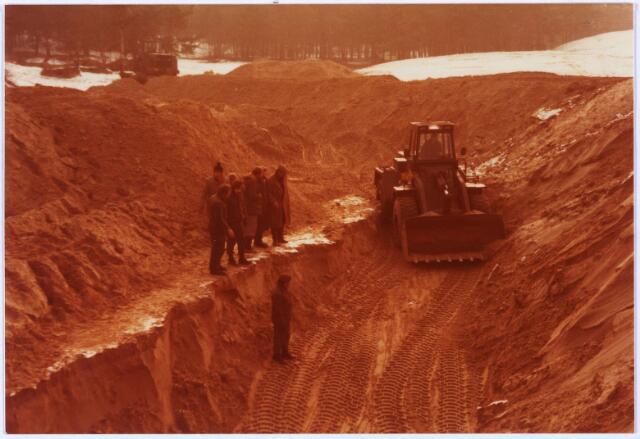 013903 - WO2 ; WOII ; Tweede Wereldoorlog. Opgravingen in de Loonse en Drunense duinen op de plaats waarvan vermoed wordt dat de stoffelijke resten van 14 verzetstrijders zich daar bevinden