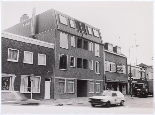 016314 - Bredaseweg, met rechts opticien Eekelaar en fotograaf De Groot