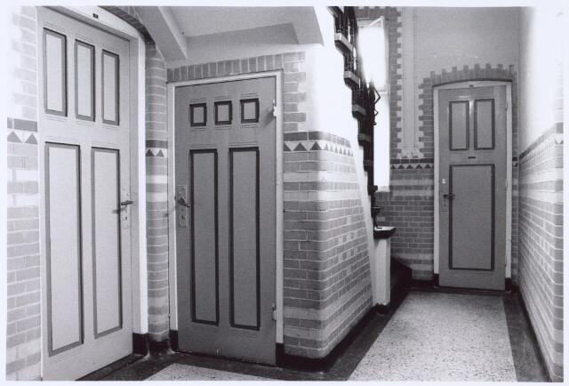 016359 - Interieur van het hoofdgebouw van de Generaal-majoor Kromhoutkazerne