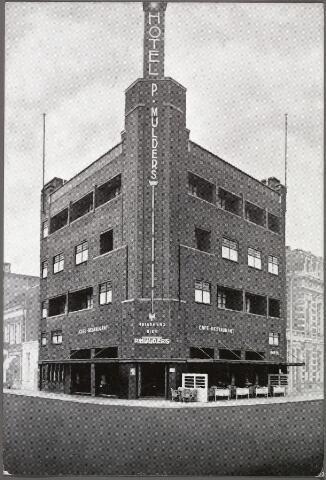 010507 - Hotel Piet Mulders Spoorlaan 128, nu Spoorlaan 422. Links de Stationstraat.