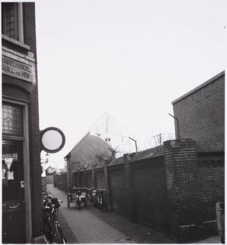 028414 - Pieter Vreedepad tussen de Tuinstraat en de Telegraafstraat. Thans Pieter Vreedeplein. Links Rijwielhandel Guill. v.d. Ven