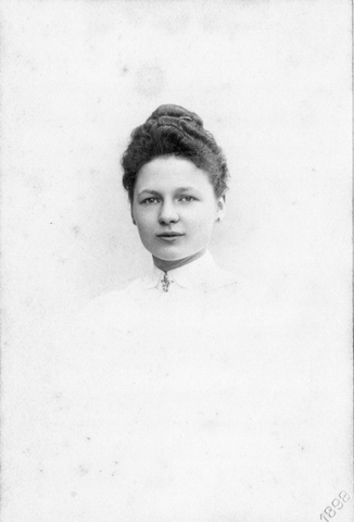 652807 - Maria Johanna Cornelia Sopers, geboren te Den Bosch op 15 mei 1880 en overleden te Amsterdam op 13 februari 1917. Zij was de eerste echtgenote van de Tilburgse fabrikant Petrus Johannes Josephus Cornelius Brouwers.